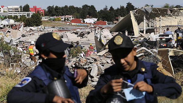 Túlélőket találtak a felrobbant mexikói kórház romjai alatt
