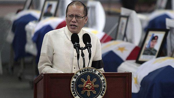 Filipinler ölen polislerin yasını tutuyor