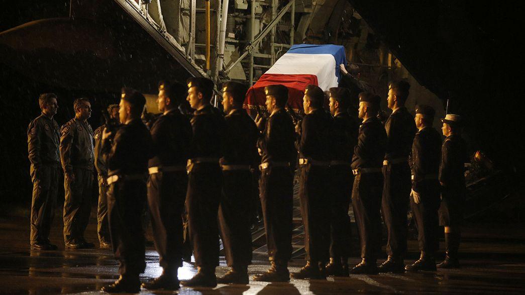 Francia rinde tributo a los nueve militares muertos en España