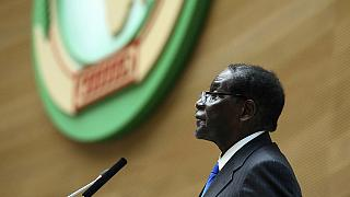 موغابي يتسلم الرئاسة الدورية للاتحاد الإفريقي