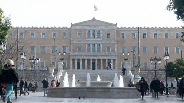 """Athènes versus troïka : une poignée de mains tendue et un """"waouh"""" remarqués"""