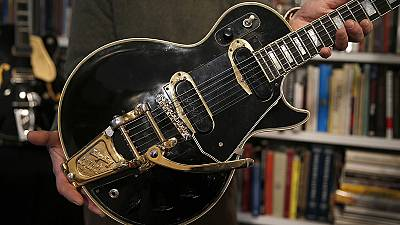 "Icónica Les Paul ""black beauty"" vai a leilão"