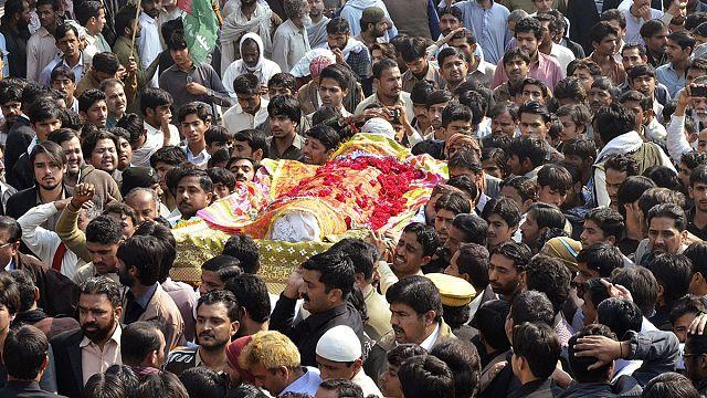 Pakistan: Kanlı cuma saldırısına tepkiler