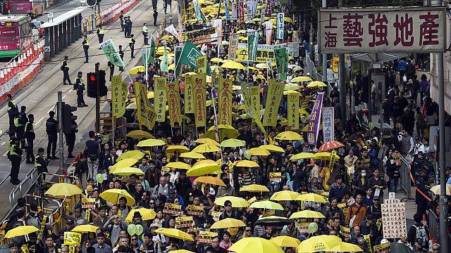 Hong Kong: Sarı şemsiyeliler yeniden sokaklarda