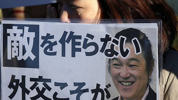 Tokióban több százan gyászolták a megölt japán túszt