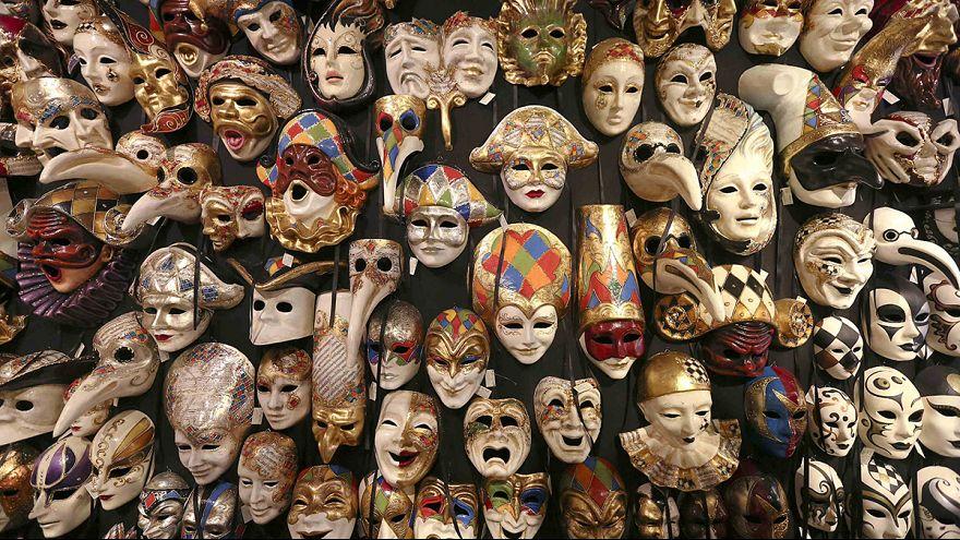 Carnaval invade canais de Veneza