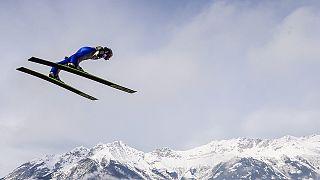 الألماني سيفيرين فروند يتوج بسباق تزلج القفز في ويلينغن