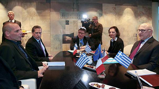وزير المالية اليوناني يبدأ من باريس سلسلة اتصالات أوروبية لتخفيف عبء الديون