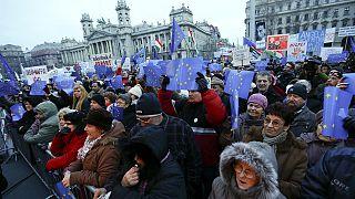 Tausende Ungarn demonstrieren erneut gegen ihre Regierung