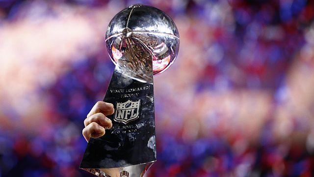 فريق نيو انجلند باتريوت يفوز بكأس كرة القدم الأمريكية