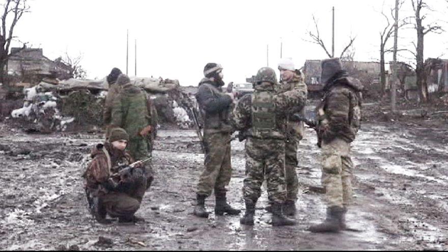 Сепаратисты заявляют о мобилизации в Донбассе. Жители бегут из Дебальцево