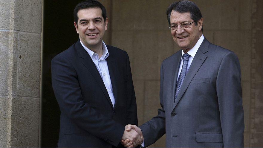 Tsipras niega en Chipre que Grecia esté buscando ayuda rusa