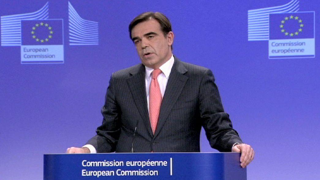 Yunanistan troykadan kurtulmaya çalışıyor