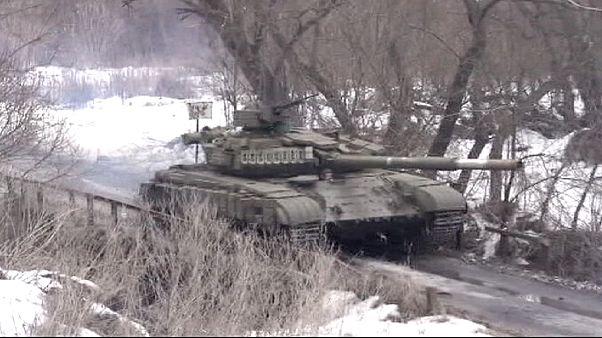 القوات  الإنفصالية تقول إنها سيطرة على مواقع  في أوكرانيا .