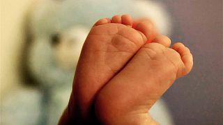 """Großbritannien erlaubt """"Drei-Eltern-Kinder"""" um Gendeffekte zu verhindern"""
