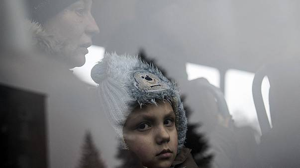 Ucraina: civili in fuga dall'est