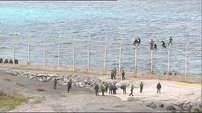 Spagna: migranti tentano di entrare a Ceuta, poi si consegnano
