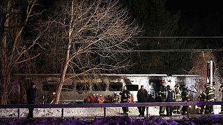 New York: un train percute une voiture, au moins 7 morts