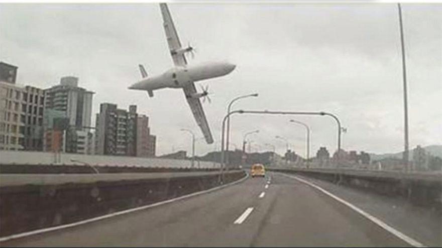 حوالي عشرين قتيلا في حادث سقوط طائرة ركاب تايوانية
