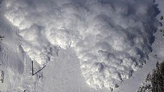 Switzerland: Experiment blast triggers artificial avalanche