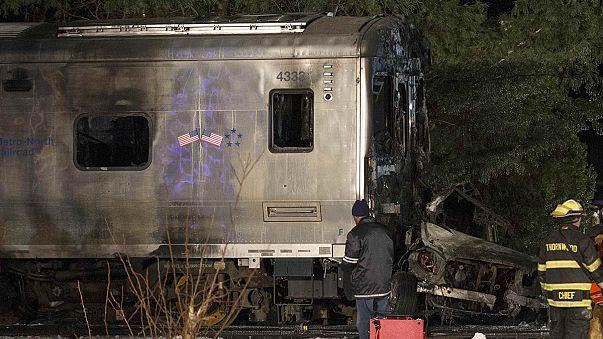 New York'ta tren hemzemin geçitte otomobille çarpıştı: 7 ölü
