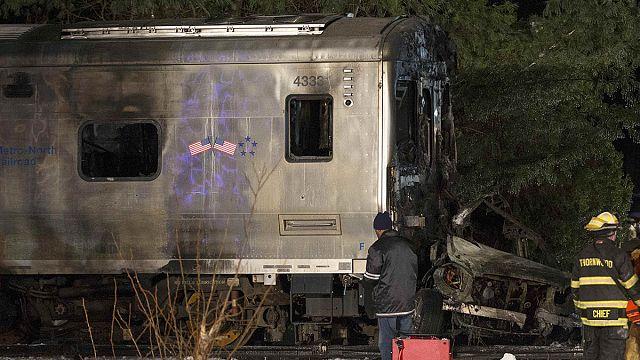 New Yorker Vorortzug rammt Jeep: Sieben Tote
