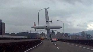 تایوان؛ افزایش تعداد قربانیان سقوط هواپیمای مسافربری در تایپه