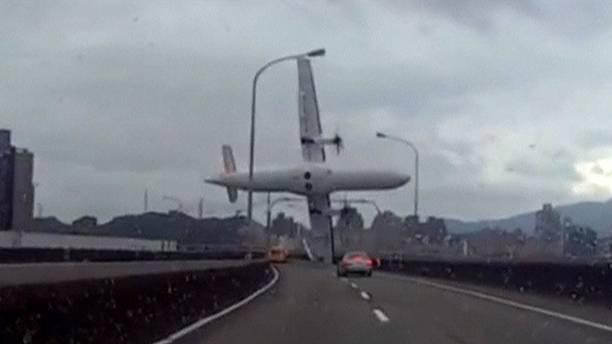 Dramatic dashcam video captures Taiwan plane crash
