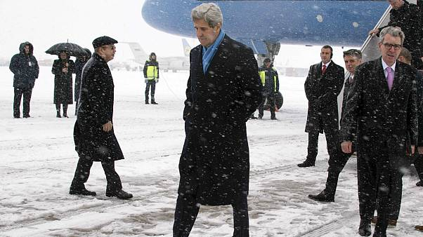 Ukraine : visite de Kerry, discussions sur d'eventuelles fournitures d'armes