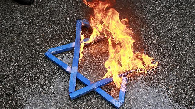 Anti-Semitic attacks rise to record levels in the UK