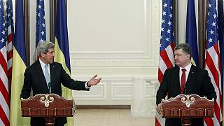 تاکید جان کری و پترو پوروشنکو بر ضرورت آتش بس در شرق اوکراین