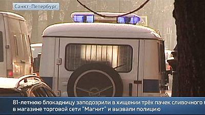 Rússia: Idosa morre na esquadra depois de roubar manteiga no supermercado