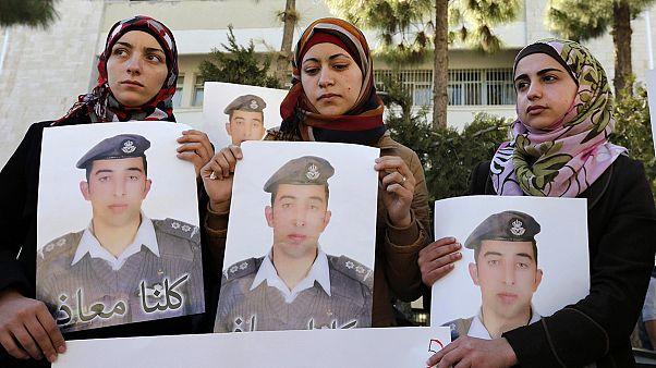 Jordania se une en torno a Abdalá y pide venganza por la muerte del piloto