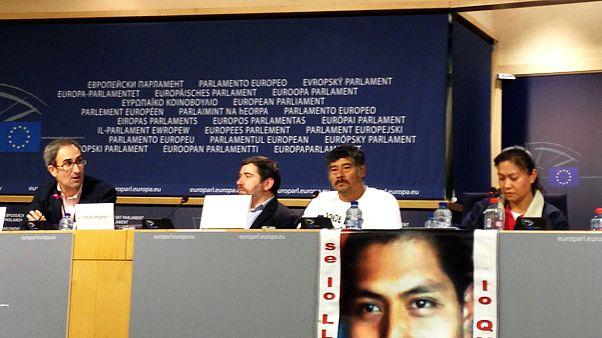 Familias de los estudiantes desaparecidos en México piden justicia en Europa