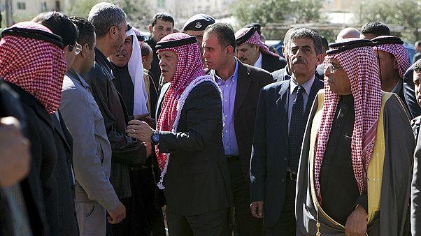 سوگواری برای خلبان سوزانده شده توسط داعش در سفر پادشاه اردن به زادگاه وی
