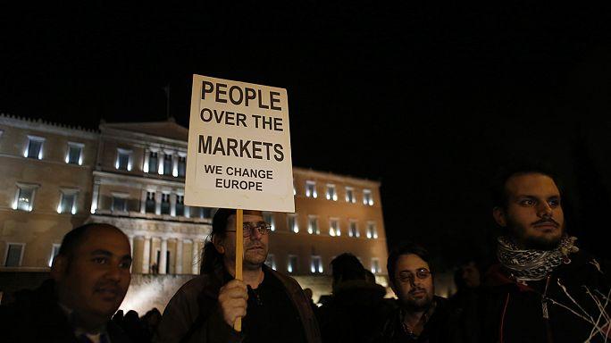 """آلاف اليونانيين يتظاهرون في أثينا ضد """" ابتزاز"""" المصرف المركزي الأوروبي"""