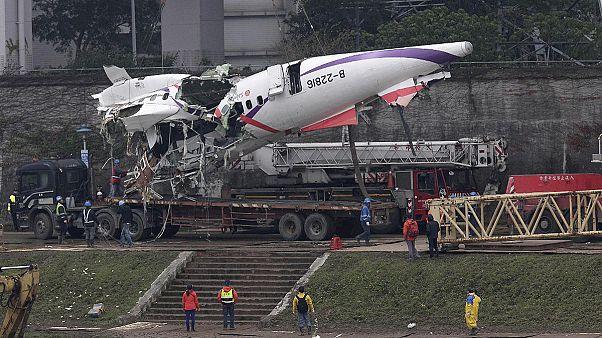 Tayvan'daki uçak kazası: Pilot daha fazla can kaybını önlemeye çalışmış