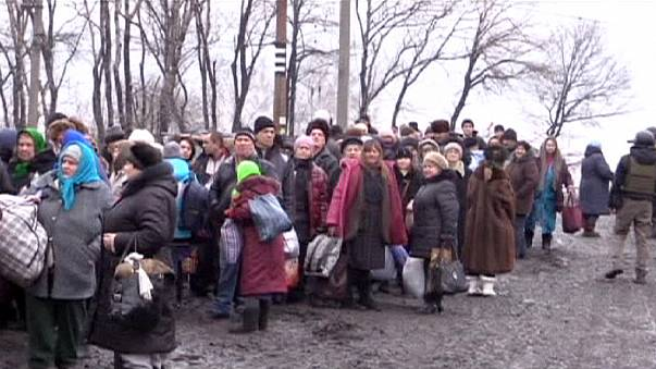 Debaltsevo residents in eastern Ukraine flee fighting through humanitarian corridor