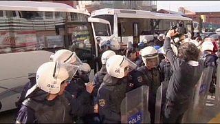 Több tucat tüntetőt vettek őrizetbe a török kormányfő házánál