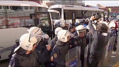 Turquia: gás lacrimogéneo e detenções para impedir protesto em Ancara