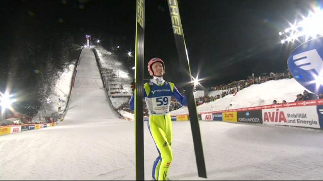 Salto con gli sci: Freund vince in casa e si avvicina a Kraft in classifica