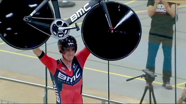 """الدراج الأسترالي """"روهان دونيس"""" يحطم الرقم القياسي العالمي للساعة في سباق السرعة"""