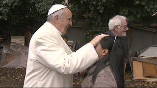 Ferenc pápa a nyomortanyán