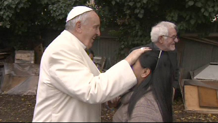 Pope Francis make surprise shantytown visit