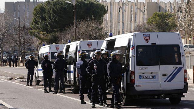 France : 7 Kalachnikovs retrouvés à Marseille après des tirs contre la police