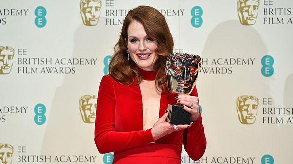 Λαμπερές παρουσίες στο κόκκινο χαλί των BAFTA's