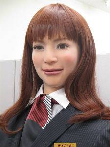 un robot hôtesse