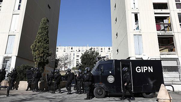 Disparan contra la policia en Marsella con fusiles Kalashnikov