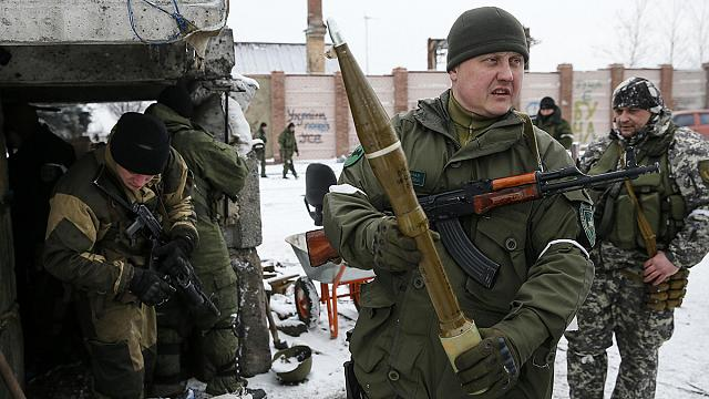Peace talks in Minsk get underway as fighting in Ukraine continues