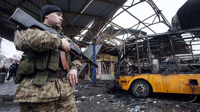 Un obus tombe sur une station de bus à Donetsk